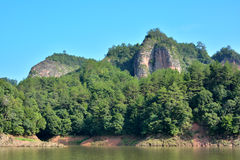 Berg och sjö i Fujian, Taining, Kina Royaltyfria Bilder