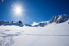 Berg och snö Fotografering för Bildbyråer