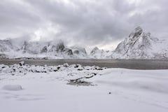 Berg och snö-täckte områden royaltyfria foton