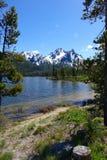 Berg och Stanley Lake för Sawtooth för Idaho ` s Royaltyfria Foton
