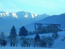 berg och vinter Rumänien Royaltyfria Bilder