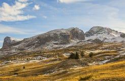 Berg ohne Schnee im Winter lizenzfreie stockfotos