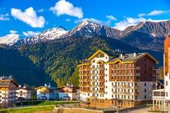 Berg Olympisch Dorp, Rosa Peak Ski Resort, Sotchi, Rusland royalty-vrije stock foto's