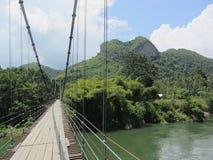 Berg osedda Thailand för hjärta för repbro Arkivbild