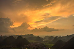 Berg på Bac Son Arkivfoto