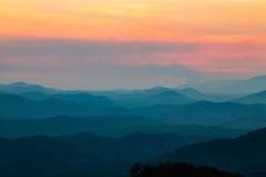 Berg på den rökiga bergnationalparken Tennessee för solnedgång Royaltyfria Bilder