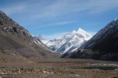 Berg på det Khunjerab passerandet på kina-Pakistan gränsar i nordligt Royaltyfria Bilder