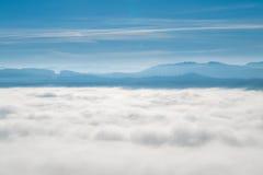 Berg på horisonten Arkivbilder