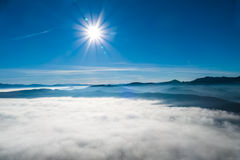 Berg på horisonten Arkivbild