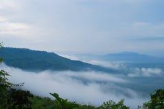 Berg på skymning Arkivfoto
