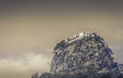 Berg Popa View von unterhalb Myanmars Stockfoto