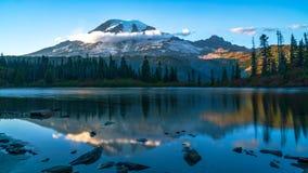 Berg Rainier At Bench Lake lizenzfreies stockfoto
