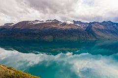 Berg & reflexionssjö från siktspunkt på vägen till Glenorchy, Nya Zeeland Arkivfoto
