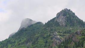Berg Ridge med stormmoln som Across flyttar sig Skott i den blåa Ridge Mountains av av den blåa Ridge Parkway i North Carolina arkivfilmer