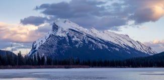 Berg Rundle, Banff Alberta Stockfotografie