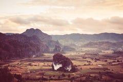 Berg runt om kullen Arkivfoto