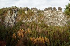 Berg Schöne Gebirgslandschaft Berg in den Wolken Gebirgshorizont Erstaunlicher Berg Berg vor Sturm Lizenzfreie Stockfotografie