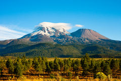 Berg Shasta lizenzfreie stockfotografie