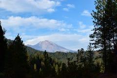Berg Shasta angesehen von zwischenstaatlichen 5 stockfotos