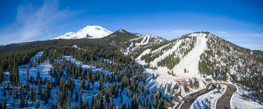 Berg Shasta Ski Park lizenzfreies stockbild