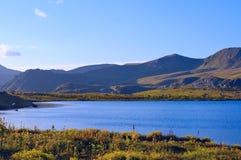 Berg sjö Royaltyfria Bilder