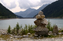 Berg sjö Royaltyfria Foton