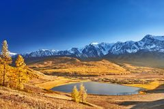 Berg sjö, Altai berg royaltyfria foton