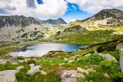 Berg sjö Bucura, i Retezat, Rumänien, Europa Arkivbilder