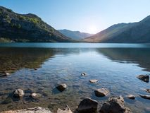 Berg sjö Enol nära Covadonga arkivfoton