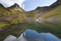 Berg sjö i Abchazien caucasus Royaltyfri Foto