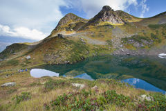 Berg sjö i Abchazien caucasus Royaltyfri Bild