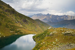 Berg sjö i Abchazien caucasus Arkivbilder