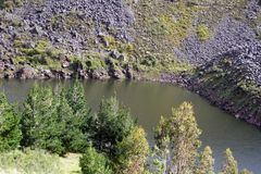 Berg sjö i Antisana den ekologiska reserven Royaltyfria Foton