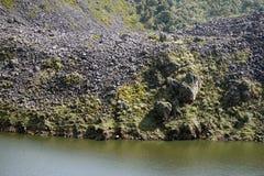 Berg sjö i Antisana den ekologiska reserven Royaltyfri Bild