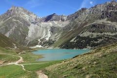 Berg sjö i apls, Österrike Royaltyfria Foton