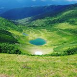 Berg sjö i Carpathy Royaltyfria Bilder