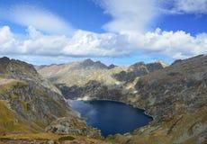 Berg sjö i de atlantiska Pyreneesna, Bearn Arkivbild