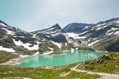 Berg sjö i fjällängar, Österrike Royaltyfria Bilder