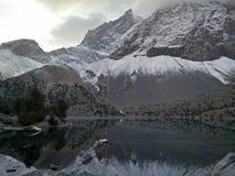 Berg sjö i Kasakhstan Arkivbilder