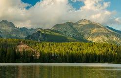 Berg sjö i nationalparken höga Tatra, Slovakien Arkivbilder