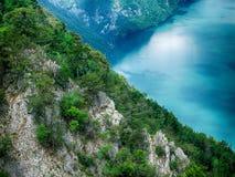 Berg sjö i Serbien royaltyfria foton