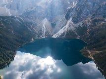 Berg sjö Morskie Oko i Tatra berg, Polen royaltyfri foto