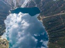 Berg sjö Morskie Oko i Tatra berg, Polen arkivbilder