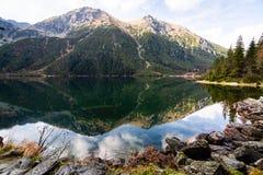Berg sjö Morskie Oko i Tatra berg, Polen arkivbild