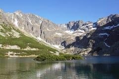 Berg sjö och steniga berg, Arkivfoton