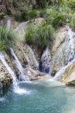 Berg sjö och vattenfall Arkivbild
