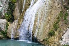 Berg sjö och vattenfall Royaltyfri Bild