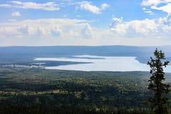 Berg sjö Zyuratkul arkivfoto