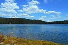 Berg sjöblått Fotografering för Bildbyråer