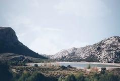 Berg sjöensamhet Arkivbilder